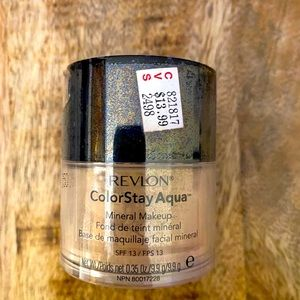 Revlon Colorstay Aqua light medium